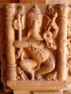 Táncoló Ganésa. Padhavali (Morena District), Madhya Pradesh, 10. század. Central Archaeological Museum, Gwalior