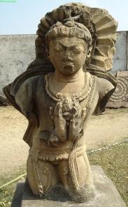 Garuda, Visnu hordozó állata. Kétoldalú szobor. Khuraí, 10-11. század. Gyönyörű kezei szinte önálló életet élnek!
