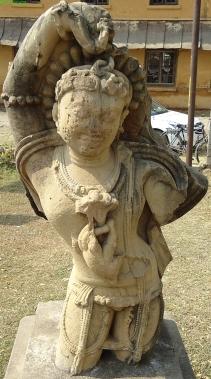 Garuda, az előbbi szobor másik oldala