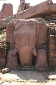 Elefánt a templom egykori talapzatán