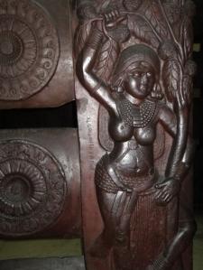 058 Salabhanjaka, Sálabhanydzsiká a bhárhuti sztúpa kerítéséről. Bharhut, Madhya Pradesh, kb. i. e. 100-80. Indian Museum, Kolkata