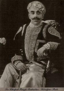 Sir Bhopal Singh Bahadur, Udaipur State, Photograph- Lafayette Studio, London, 1933 (forrás: Tasveerjournal)